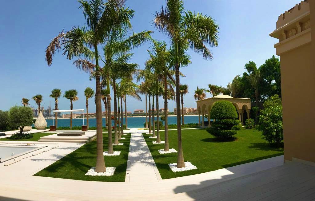 Palm Jumeira Villa Palm trees sea front view